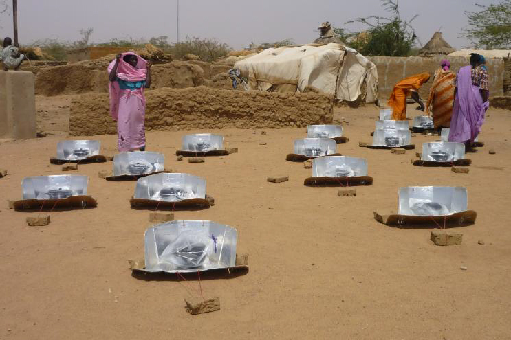 Solar Cookers for Refugees